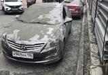 На несколько машин в Воронеже обрушилась бетонная смесь — фото