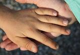 Оставшимся без родителей после ЧП со сливной ямой девочкам назначили опекуна