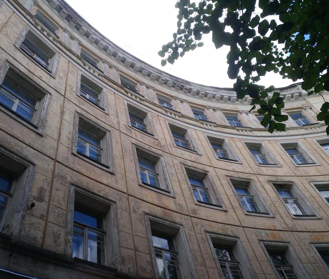 В Воронеже отремонтируют дом с «летающей девочкой»