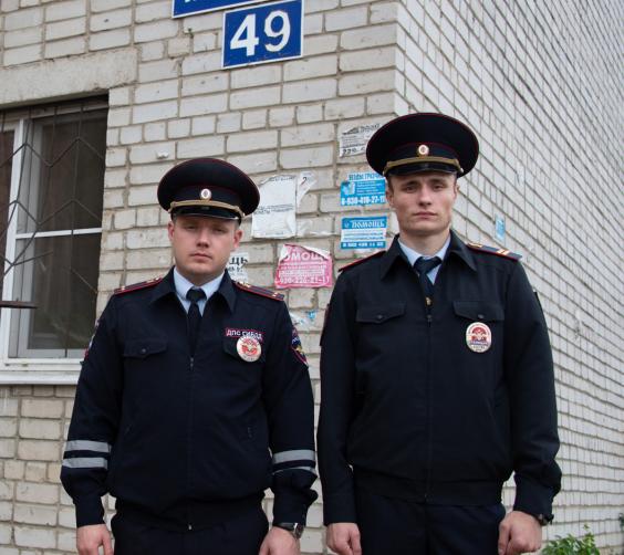 В Воронеже полицейские при пожаре спасли двоих детей и пожилую женщину