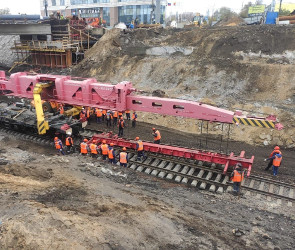 В Воронеже под виадуком на «Работнице» начали возвращать железнодорожные рельсы