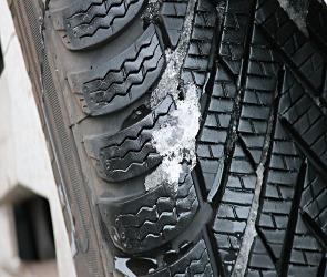 ГИБДД порекомендовала воронежским водителям сменить летнюю резину на зимнюю