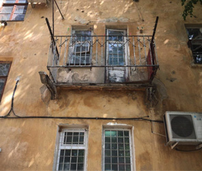 В Воронеже директора УК оштрафовали после падения балкона с двумя женщинами