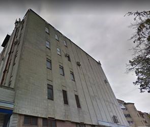 В Воронеже на территории бывшего хлебозавода №1 начали сносить мельницу