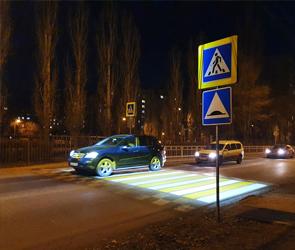 В Воронеже на левом берегу появился первый светящийся переход