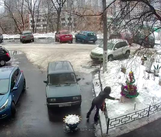 В Воронеже в канун Рождества девушка украла Деда Мороза