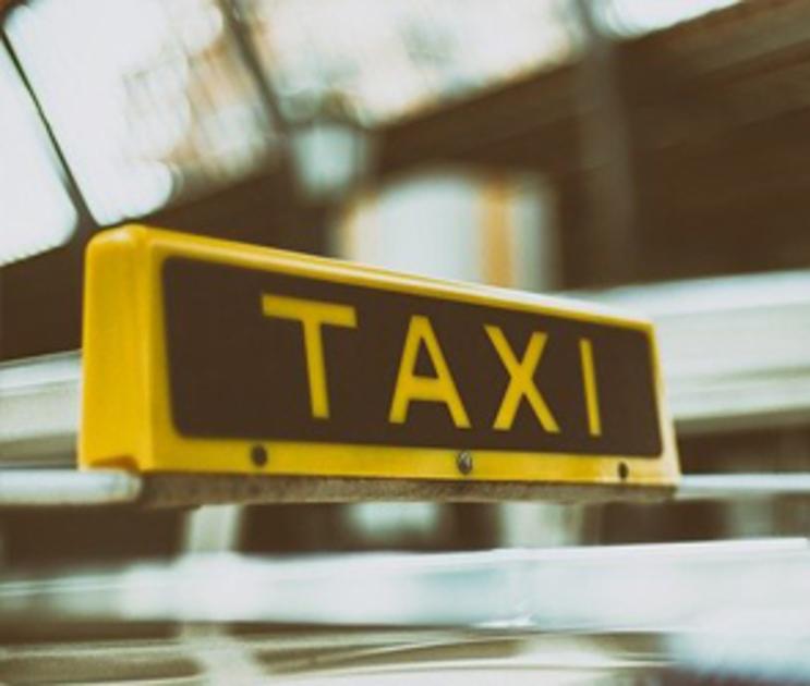 Воронежский таксист вылил зеленку на пассажира, не заплатившего за поездку