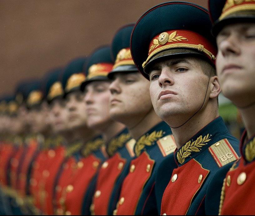 Командир взвода в Воронеже за деньги отпускал срочников домой