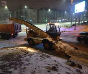 После сильного снегопада с улиц Воронежа вывезли уже 8 тысяч кубометров снега