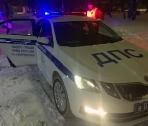 Полицейские в снегопад помогли довезти до больницы малышку с травмой челюсти