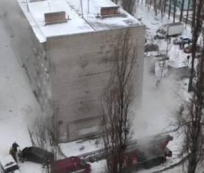 В Воронеже загорелась многоэтажка: жильцов эвакуировали