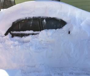Мэра попросили сделать парковки в центре бесплатными в период снегопадов