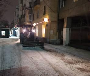 Больше полутора тонн пескосмеси израсходовали коммунальщики за ночь в Воронеже