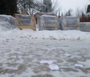 Под Воронежем неизвестные на братской могиле раскидали листовки
