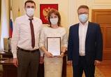 Вадим Кстенин наградил Почетной грамотой начальника информационного отдела мэрии
