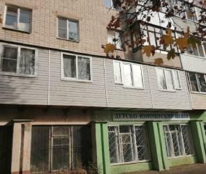 В Воронеже жильцов многоэтажки оштрафовали на 100 тысяч за незаконный балкон