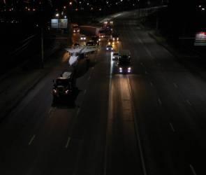 Ночью по улицам Воронежа провезти военный самолет в сопровождении машин полиции