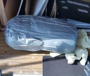 В Воронежской области пассажир пытался перевезти в такси более 1 кг наркотиков