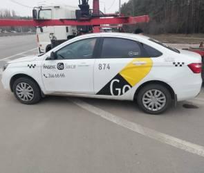 Воронежские приставы арестовали Яндекс-такси за нарушение ПДД