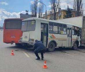 В Воронеже при столкновении двух маршрутных ПАЗов пострадали 7 человек