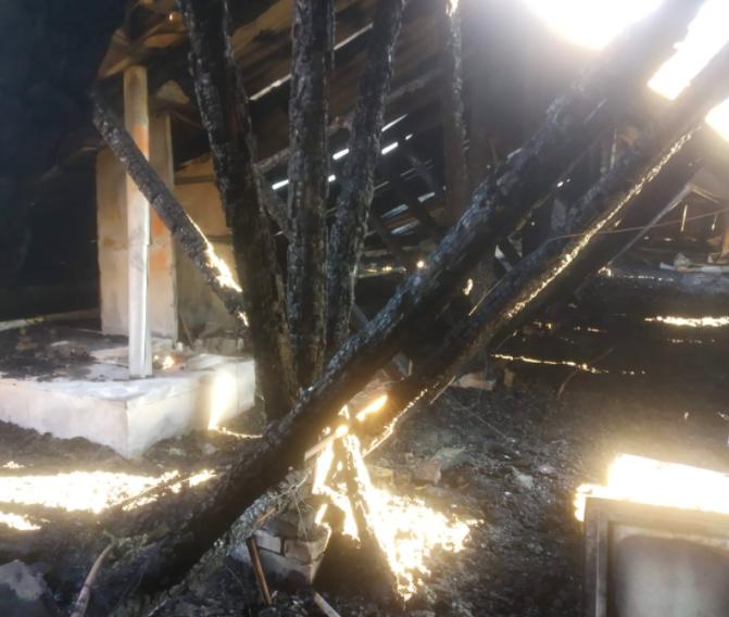 Мэр распорядился выделить средства на ремонт дома, у которого загорелась кровля