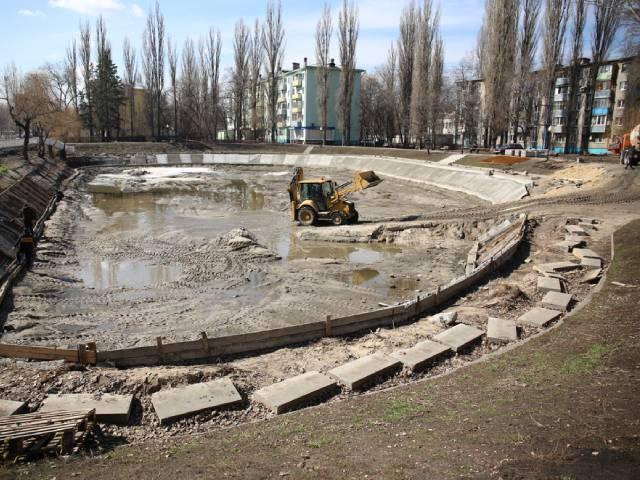 В Воронеже возобновили работы по благоустройству озера на Минской