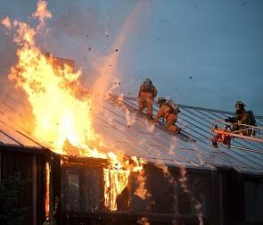 В Бобровском районе загорелись жилые дома