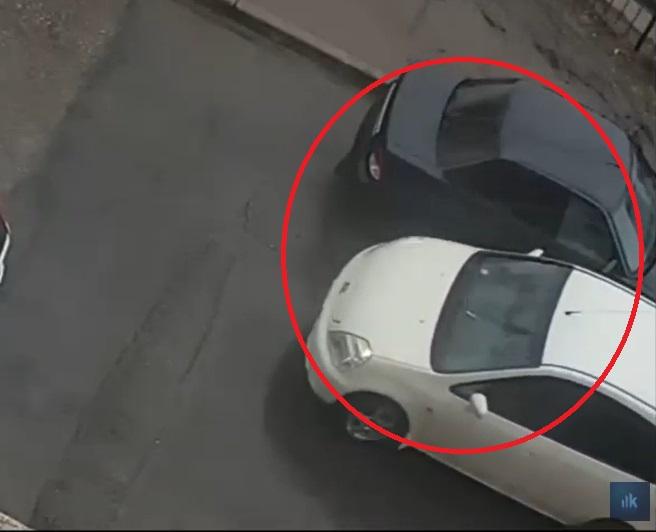 Автомобилиста, «слегка притершего» чужую машину, вычислили по камерам