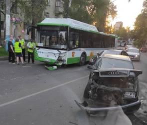 ДТП с автобусом на Богдана Хмельницкого устроил пьяный воронежец