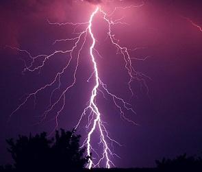 Из-за гроз и дождей в Воронежской области объявили штормовое предупреждение