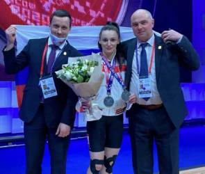 Воронежская атлетка подняла штангу весом взрослого мужчины и взяла золото России