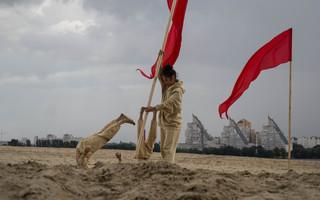 Перформанс под дождем: «Новая земля» на Платоновском фестивале