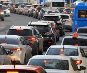 Жители Семилук из-за огромной пробки опоздали на работу в Воронеж