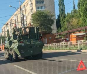 Бронетранспортер сломался в центре Воронежа из-за аномальной жары