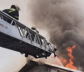 В Воронеже горит отель на проспекте Труда