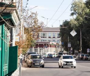 Воронежцы сняли на видео загоревшийся в центре города автобус