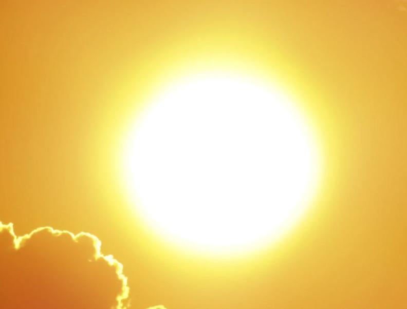 В Воронеже из-за сильнейшей жары медпомощь потребовалась 8 взрослым и двум детям