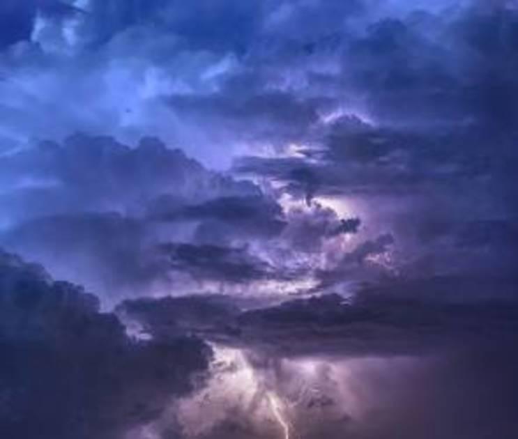 Штормовое предупреждение из-за ветра и ливней объявили в Воронежской области