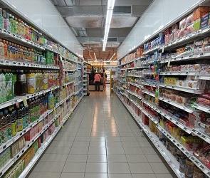 В Новосибирске охрана задержала противницу масок за распитие молока в магазине
