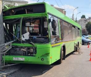Четыре человека пострадали в ДТП с потерявшим сознание водителем автобуса
