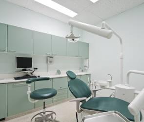 В Воронеже стоматологу предлагают зарплату до 450 тысяч рублей