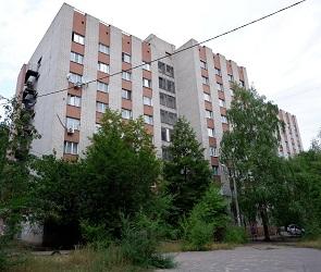 В затапливаемом нечистотами бывшем общежитии Почты России начали решать проблемы