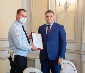 В Воронеже наградили инспекторов ДПС, спасших людей из горящего автобуса