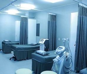 Врачи «красной зоны» провели срочную операцию пациенту с болями в пояснице